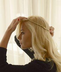coafura cu bentita Laura Cosoi Dreadlocks, Hairstyle, Long Hair Styles, Beauty, Fashion, Hair Job, Moda, Hair Style, Fashion Styles