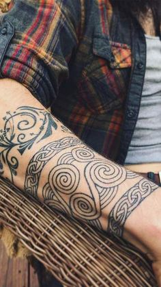 These designs from the Celtic culture have become a source of inspiration to body art. Celtic Band Tattoo, Celtic Sleeve Tattoos, Celtic Tattoos For Men, Band Tattoos For Men, Viking Tattoo Sleeve, Celtic Tattoo Symbols, Watch Tattoos, Viking Tattoos, Celtic Tribal Tattoos