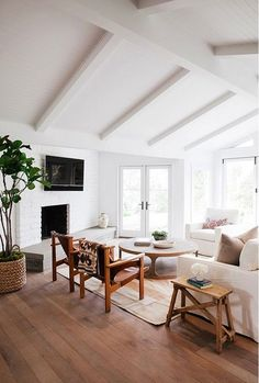 Eye-Opening Useful Ideas: Vintage Minimalist Decor Brick Walls minimalist interior house window.Minimalist Living Room Apartment Pictures boho minimalist home living rooms.Minimalist Home Decorating Interior Design. Bohemian Living Rooms, Home Living Room, Living Room Designs, Living Room Decor, Living Spaces, Dining Room, Living Area, High Ceiling Living Room, Bedroom Ceiling