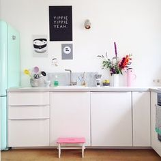 Die schönsten Wohnideen für deine Küche Retro Design, Ideas Hogar, Scandinavian Kitchen, Shabby Chic Cottage, Kitchen Interior, Sweet Home, Table, Furniture, Internal Affairs