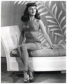 Ann DVORAK '30-40 (2 Août 1911 - 10 Décembre 1979) Golden Age Of Hollywood, Vintage Hollywood, Classic Hollywood, Pin Up Photos, Famous Women, Vintage Beauty, Her Style, Movies And Tv Shows, Beauty Makeup