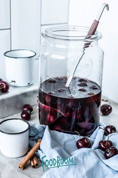 Selbstgemachter Kirschlikör To generate homemade wine, the particular kiwi will be very first collected from Party Snacks, Party Recipes, Party Drinks, Party Party, Ideas Party, Cherry Liqueur, Veggie Juice, Best Butter, Homemade Wine