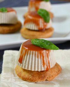 Per servire un aperitivo gustoso e originale, fresco e raffinato, vi consiglio la mini panna cotta salata al tonno. Resterete soddisfatti del risultato.