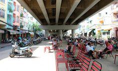 Que tal tomar um café, visitar lojas e passear debaixo dos viadutos da cidade?