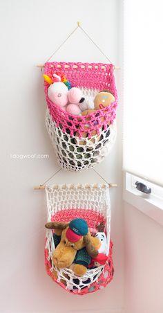 Mesh t-shirt yarn hanging basket crochet pattern. www.1dogwoof.com