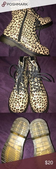 "NEVER WORN Cheetah Print Rain Boots ☂️Size 8 These are cute size 8 tan, brown, and black cheetah print rain boots.  No flaws. Brand is ""Dirty Laundry"" Never worn before.  Sturdy boots. Goes great with skinny jeans. 🔥  Selling for extra holiday money Shoes Winter & Rain Boots"