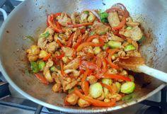 Roerbakkip met cashewnoten en spruitjes - Keuken♥Liefde