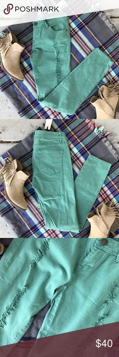 Forever 21 Destroyed Skinny Jeans Size 26 NWT Super cute color for Summer or Fall! Destroyed, skinny jeans by Forever 21. 98% cotton, 2% spandex making these amazingly comfortable!! Blanket Scarf also for sale. No trades, reasonable offers welcome!😊 Forever 21 Jeans Skinny