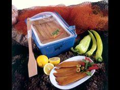 Χταπόδι κρασάτο: ξεχωριστός μεζές με τρία μόνο υλικά! (VIDEO) - cretangastronomy.gr Tray, Food, Trays, Meals, Yemek, Eten, Board