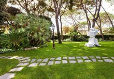 Tuscany. Private villa in Forte dei Marmi. Timeless style.