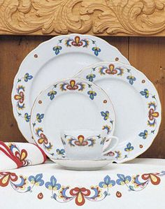 Farmer's Rose pattern from Porsgrund, Norwegian china. but they are too expensive for my blood! Scandinavian Countries, Scandinavian Home, Norwegian Vikings, Dining Ware, Norwegian Food, Swedish Christmas, China Patterns, Farmer, Just In Case