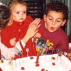 Oggi è il compleanno di mia sorella e come potete vedere dalla foto io sono sempre stato uno stronzo.  Auguri sorellina!