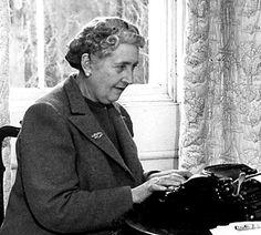 Literatura escrita por mujeres Agatha Christie http://ellibrodurmiente.org/christie-agatha/ Agatha Christie (Torquay, 15 de septiembre de 1890-Wallingford, 12 de enero de 1976) fue una escritora británica, especializada en el género policial, que disfrutó plenamente de la vida sin seguir los mandatos de la sociedad, a pesar de que fue criada bajo las rígidas costumbres victorianas de la época.......
