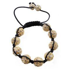 Poursuivez la tendance et la mode en choisissant ce bracelet shamballa à strass orné de pierres qui brilleront et enjoliveront vos mains.