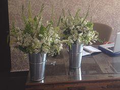 #MartesdeBodas: Bodas Vintage, Flores en latas, papel tápiz con flores