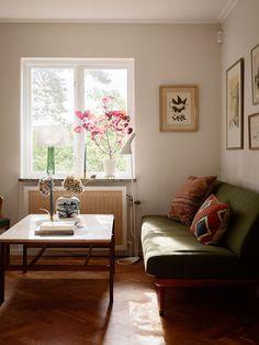 Historiska hem Entryway Bench, Accent Chairs, Villa, Living Room, Furniture, Home Decor, Style, Ideas, Homemade Home Decor
