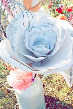 Shooting inspiration mariage Pink & Glitter paper flower fleur- La Mariée en colère - modaliza photographe