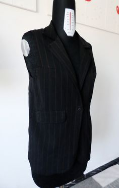 Gilet ottenuto da pantaloni vecchi con tessuto gessato  Gilet made ​​from old trousers with pinstripes fabric
