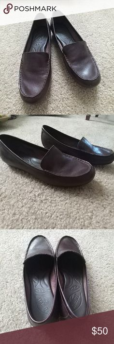 Nearly New Leather Loafers! Chic, classic, comfy all in one! Worn only a couple of times, in excellent condition. Tag inside the shoe says 7.5 US Or 38.5, and these fit true to size. Let me know if you have any questions! Bundle to save money! Born Shoes Flats & Loafers