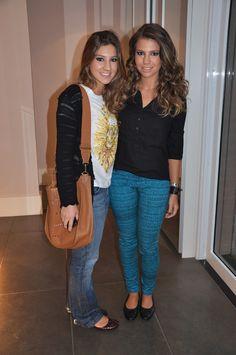 Giovanna veste: Calça Rag & Bone e sapatilha Chanel. Rafaella veste: CamisetaAlexanderMcQueen, calça Seven e sapatilha Tory Burch.