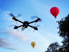 Drone caseiro de Paul Wallich que acompanha o filho até o ônibus escolar