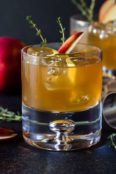 Toast the season with a glass of these Bourbon Apple Cider Cocktails. Fresh apple cider makes these the perfect fall cocktails! Toast the season with a glass of these Bourbon Apple Cider Cocktails. Fresh apple cider makes these the perfect fall cocktails! Bourbon Apple Cider, Spiked Cider, Apple Cider Cocktail, Cocktail Garnish, Bourbon Cocktails, Fall Cocktails, Whiskey Drinks, Cocktail Recipes, Bourbon Whiskey