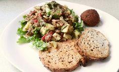 #veggie #vegan #pan #falafel #lechuga #tomate #apio #aguacate #mostaza #balsámico #mielDeMaple #pepino #pimentón #amaranto