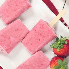 Healthy Snacks Discover Strawberry Coconut Cream Popsicles Made with fresh ripe strawberries coconut milk and honey this recipe is the sweetest way to cool off this summer. Frozen Desserts, Frozen Treats, Healthy Desserts, Delicious Desserts, Dessert Recipes, Yummy Food, Vegan Mug Cake, Popsicle Recipes, Strawberry Recipes