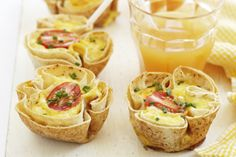 This sweet savoury mix of crispy bacon, egg, tomatoes, chives and tomatoes, set in Lebanese bread makes a great breakfast. Quiche Recipes, Tea Recipes, Snack Recipes, Cooking Recipes, Savoury Recipes, Recipies, Yummy Recipes, Breakfast Quiche, Breakfast Recipes