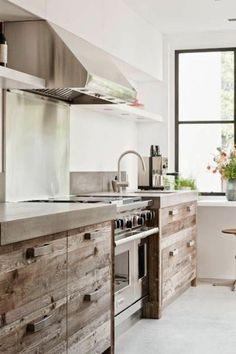 Si vous cherchez quelque chose traditionnelle et à la fois pratique, on vous préconise la cuisine en bois massif, en vous donnant beaucoup d'idées en photos