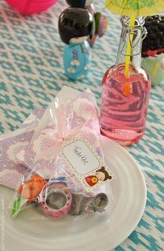 Borddekking: Kokeshi-bursdag