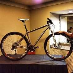 Kona's Raijin titanium 29er mountain bike with sliding dropouts. Made by Lynskey. Get in line - only 250 are being built.
