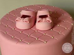 """Gâteau de baptême (from <a href=""""https://www.gateauxsurmesure.com/picture.php?/167/category/7"""">Gateaux sur Mesure Paris - Formations Cake Design, Ateliers pâte à sucre, Wedding Cakes, Gateaux d'Exposition</a>)"""