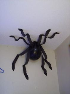 Balloon spider cute idea for a kids halloween party or Harry Potter themed party or any theme where this would work #halloweendecorationideas #halloweenpartysupplies