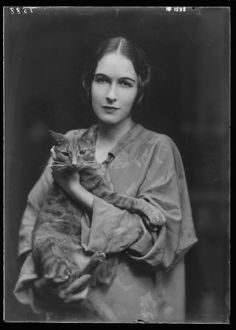 Vintage everyday: 22 Adorable Studio Portrait Photos of Young Girls with Buzzer the Cats from between the 1900s and 1910s
