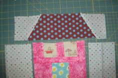 **good tutorial to make pattern & order of sewing** wonky fabric house patterns House Quilt Patterns, House Quilt Block, Quilt Square Patterns, Christmas Quilt Patterns, Easy Quilt Patterns, House Quilts, Paper Piecing Patterns, Fabric Houses, Pattern Blocks