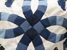 Amish double wedding ring center makes circular pattern