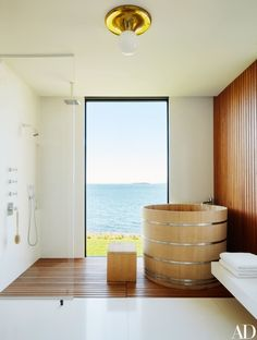 Music biz celebrity Lyor Cohen's Hamptons Beach master bathroom via Architectural Digest The master bath's Japanese soaking tub and matching bench are by Bartok Design. Vintage light fixture from John Salibello; all fittings by Lefroy Brooks. Beach House Tour, Modern Bathroom Design, Bathroom Interior Design, Japanese Soaking Tubs, Japanese Bathtub, Japanese Shower, Japanese Style Bathroom, Japanese Home Design, Estilo Interior