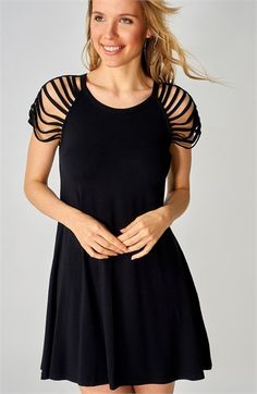 Omuz Detaylı Siyah Salaş Elbise