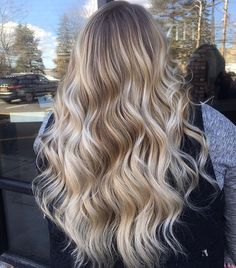 20 Cute and Easy Blonde Balayage Hairstyles – My hair and beauty Blonde Ombre Hair, Blonde Hair Looks, Hair Color Balayage, Brunette Hair, Hair Highlights, Honey Balayage, Blonde Waves, Long Brunette, Icy Blonde