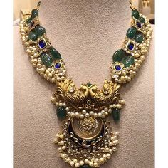 Gold Jewelry Design In India Gold Jewellery Design, Gold Jewelry, Jewelery, Emerald Jewelry, Tiffany Jewelry, Diamond Jewellery, Trendy Jewelry, Pearl Jewelry, India Jewelry