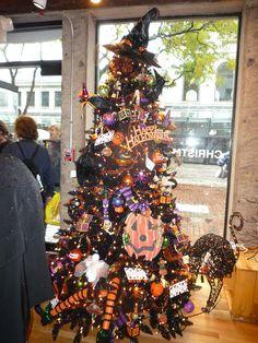 P1030803 - halloween tree by Ambernectar 13, via Flickr