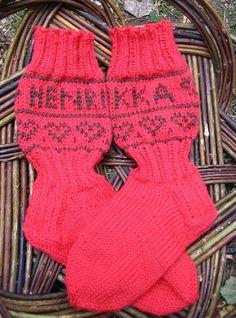 Ulla 03/07 - Ohjeet - Nimikkosukat Diy Clothing, Knitting Socks, Fingerless Gloves, Arm Warmers, Clothes, Fashion, Knit Socks, Fingerless Mitts, Outfits