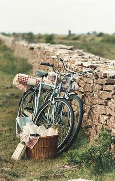 The Bike Basket Girl® Bycicle Vintage, Bycicle Art Picnic Time, Summer Picnic, Escapade Gourmande, Endless Summer, English Countryside, Vintage Bicycles, Wanderlust Travel, Country Life, Adventure