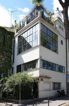 Le Corbusier – Charles-Édouard Jeanneret-Gris (1887-1965) | La maison-atelier du Amédée Ozenfant | Avenue Reille, Paris | 1922 | Il s'agit de la première structure que Le Corbusier a construit à Paris.