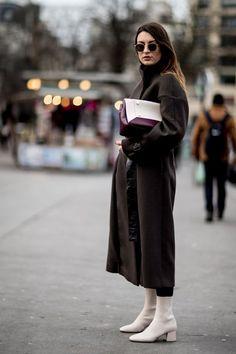 Paris Fashion Week Street Style Fall 2018 Day 5 - The Impression Autumn Street Style, Street Style Looks, Cool Street Fashion, Paris Fashion, Niqab Fashion, Hijab Fashion Inspiration, Fashion Editor, Autumn Winter Fashion, Maxi Coat