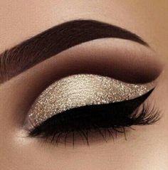 24 Super Ideas Makeup Tutorial Eyeshadow Gold Glitter Cut Crease #makeup Eye Makeup Designs, Eye Makeup Art, Eye Makeup Tips, Makeup Inspo, Makeup Eyeshadow, Makeup Ideas, Eyeshadow Palette, Eyeshadow Ideas, Makeup Brushes