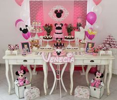 Mickey Mouse / Minnie Mouse Birthday Party Ideas | Photo 1 of 14