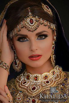 Gorgeous Arabic, Pakistani wedding makeup The post Gorgeous Arabic, Pakistani wedding makeup appeared first on Lynne Seawell& World. Indian Bridal Fashion, Indian Bridal Makeup, Indian Wedding Jewelry, Asian Bridal, Indian Jewelry, Bridal Jewelry, Bride Makeup, Wedding Makeup, Beautiful Indian Brides
