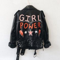 She could't wait to go back and wear again her favorite leather jacket with the feminist logo in the back. Mode Style, Style Me, Go Feminin, Inspiration Mode, Fashion Inspiration, Girl Gang, Diy Clothes, Style Clothes, Girl Power